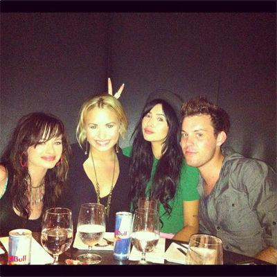 Demi Lovato petrecere ziua de nastere