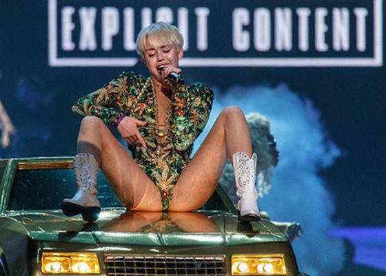 Poze Miley Cyrus - turneu Bangerz