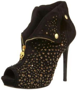 Inna adora pantofii de designer. Care e modelul tau preferat? (foto)