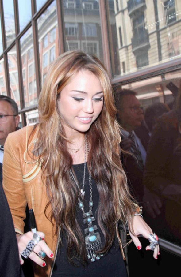 Miley Cyrus Oversized Pendant Necklace