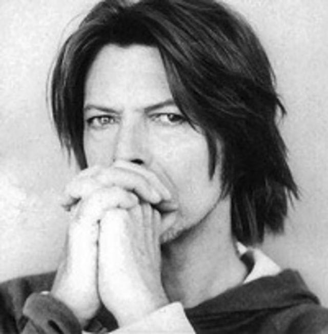 David Bowie isi relanseaza discurile precendente