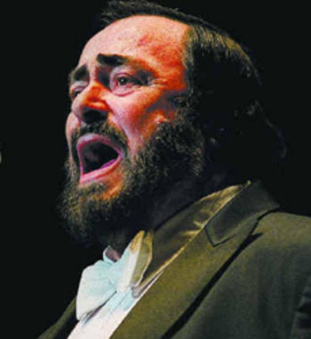 Pavarotti a facut playback in ultimul sau concert