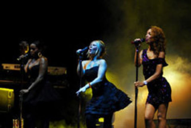 Trupa Sugababes a filmat videoclipul `Girls`
