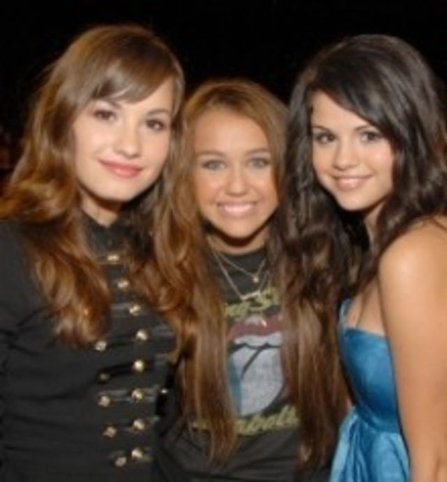 Miley Cyrus, Demi si Selena, nominalizate la Young Artist Awards 2010