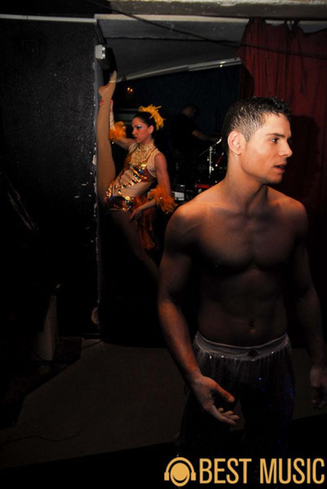 Dansatori in culise