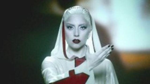 Lady GaGa moare in videoclipul Alejandro (must see)