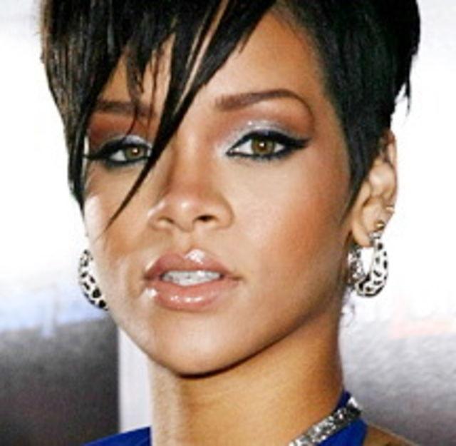 Prima poza care o infatiseaza pe Rihanna batuta