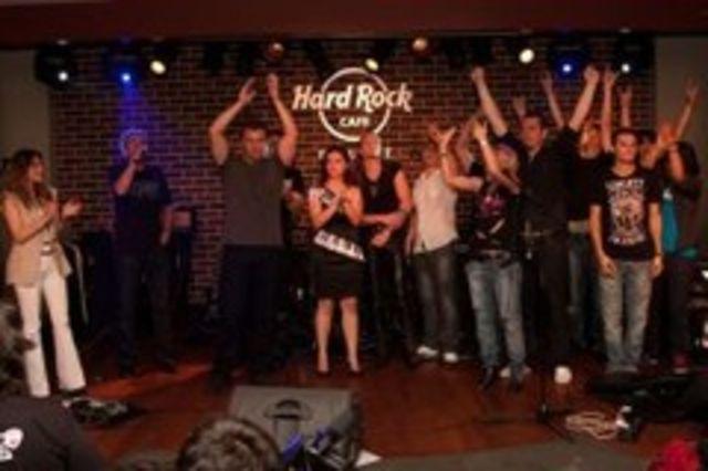 Vezi cine canta in deschidere la Bon Jovi!