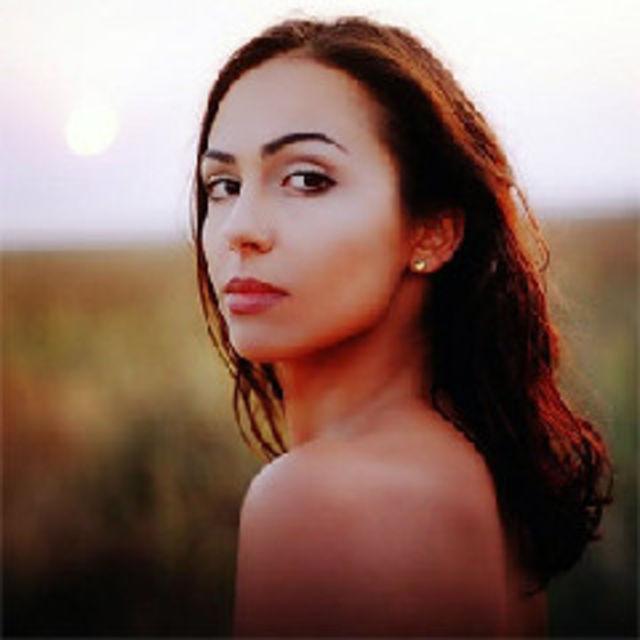 Alexandrina a lansat primul album - Om de lut