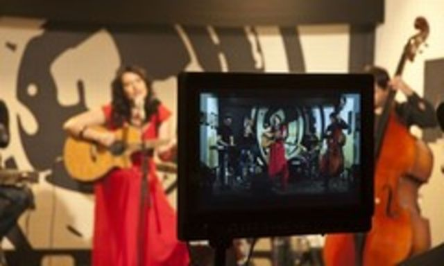 Alina Manole va lansa videoclipul `Ea nu ma stie`