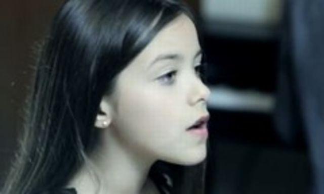 O pustoaica de 10 ani canta demential ''Rolling In The Deep'' de la Adele (video)