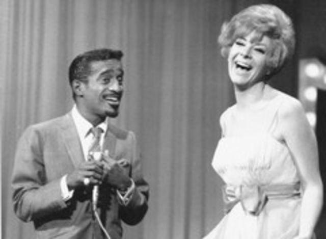 A murit Kaye Stevens, partenera lui Frank Sinatra