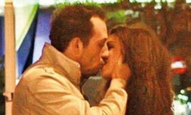 Stefan Stan s-a sarutat cu noua sa iubita in public (poze)