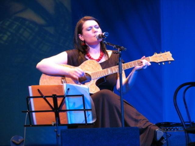 Alina Manole, lansare album Luna Patrata