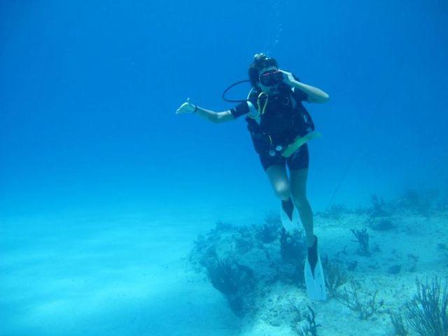 Anna Lesko a facut scufundari printre corali (video)