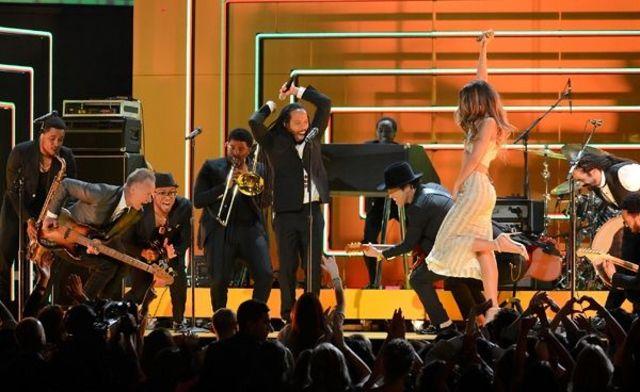 Grammy 2013: cele mai tari prestatii ale artistilor (video)