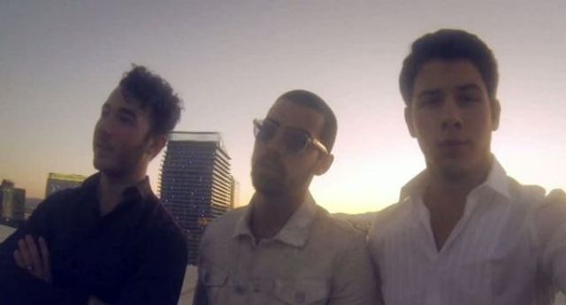 Jonas Brothers - First Time (videoclip nou)