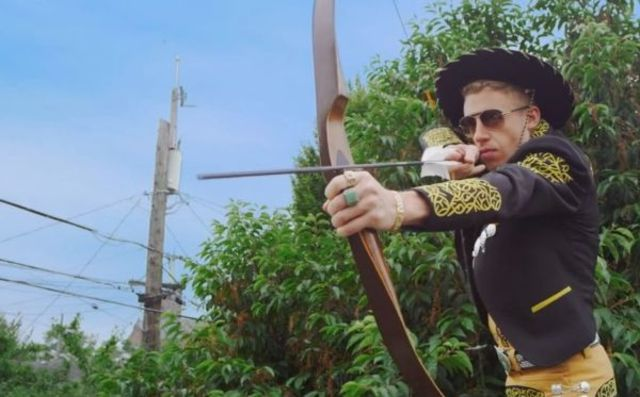 Macklemore & Ryan Lewis feat. ScHoolboy Q and Hollis - White Walls (videoclip nou)