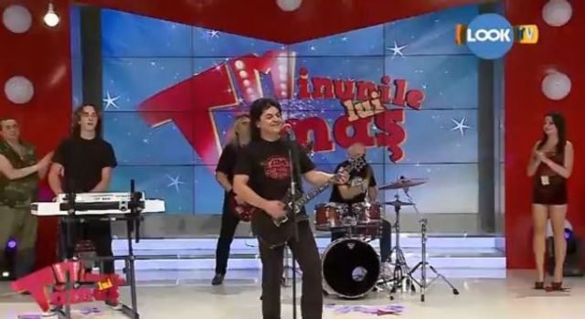 Compact a cantat noul single in prima auditie la LookTV (video)