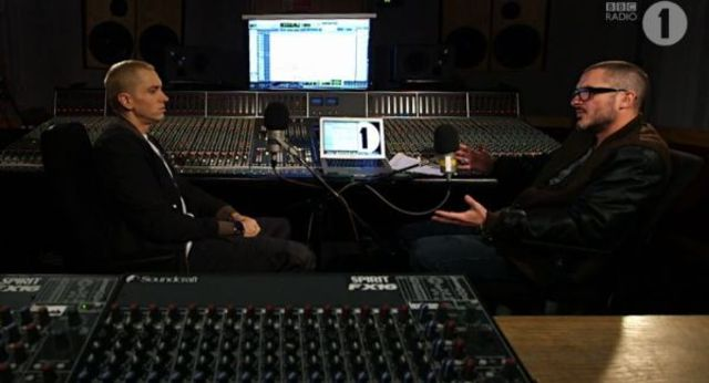Eminem, interviu de o ora si mini-concert la Zane Lowe (video)
