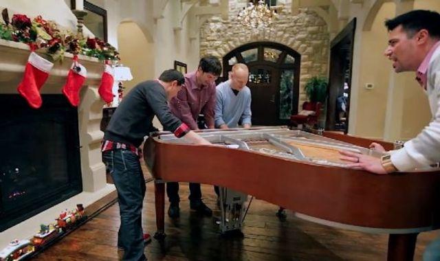 Patru tipi, un pian si un clip de aproape 2 milioane de vizualizari (video)