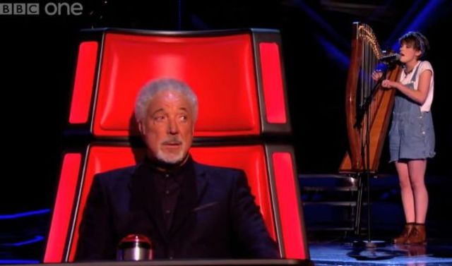 The Voice UK: Get Lucky, cantata cu harpa la auditiile pe nevazute (video)