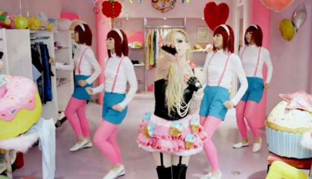 Avril Lavigne - Hello Kitty (videoclip nou)