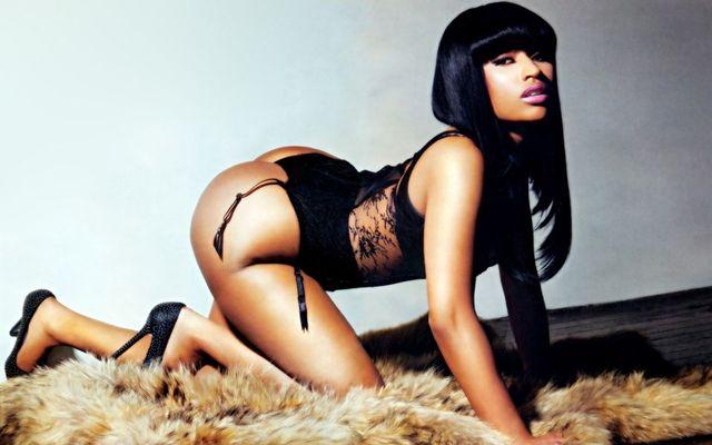 Nicki Minaj - calendar scandalos de sexy pentru 2015 (poze)