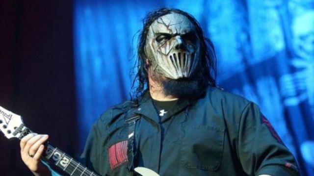Chitaristul trupei Slipknot a fost injunghiat in cap