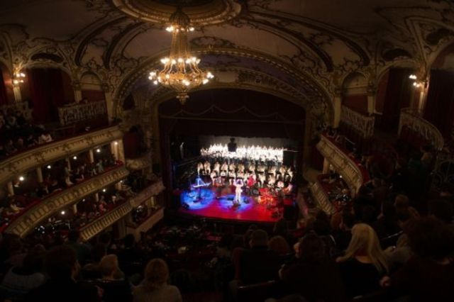 Concertul ¨Electric Marching Band¨ al trupei byron alaturi de Muzica Militara Bistrita si Corul Excelsior va putea fi urmarit din 1 mai la HBO Romania! (video)