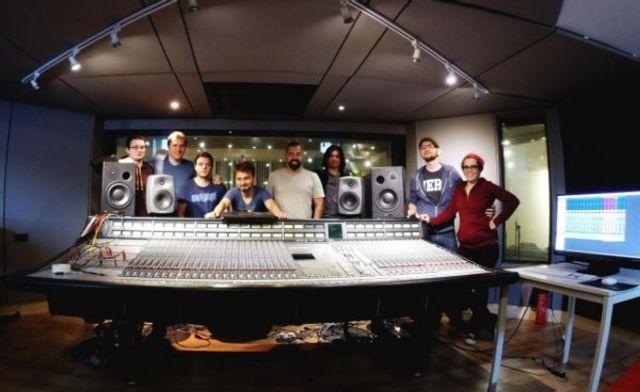 "Trupa byron inregistreaza urmatorul album in High Resolution la ""studioul U2"" din Dublin"