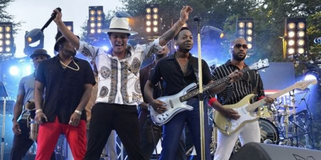 Bruno Mars a sustinut un concert la Casa Alba in fata militarilor americani si a Presedintelui Obama