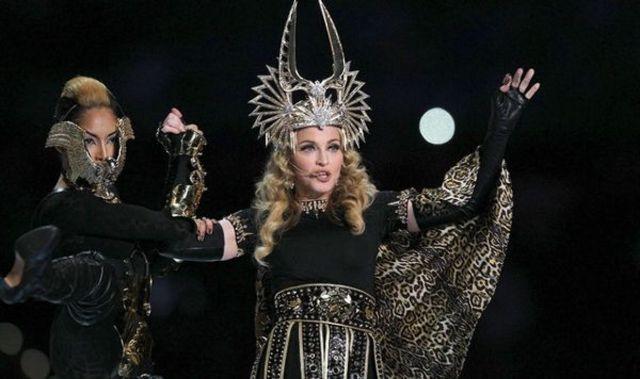 """Madonna a recrutat calugarite pentru """"Rebel Heart Tour"""" (video)"""