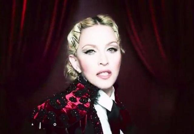 Madonna a fost posedata de spiritul lui Elvis Presley