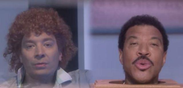 "Lionel Richie si Jimmy Fallon s-au distrat si au recreat clipul piesei ""Hello"" (video)"