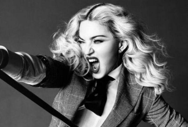 Madonna a urcat beata pe scena (video)