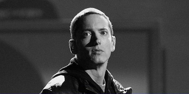 Eminem vinde caramizele casei in care si-a trait copilaria