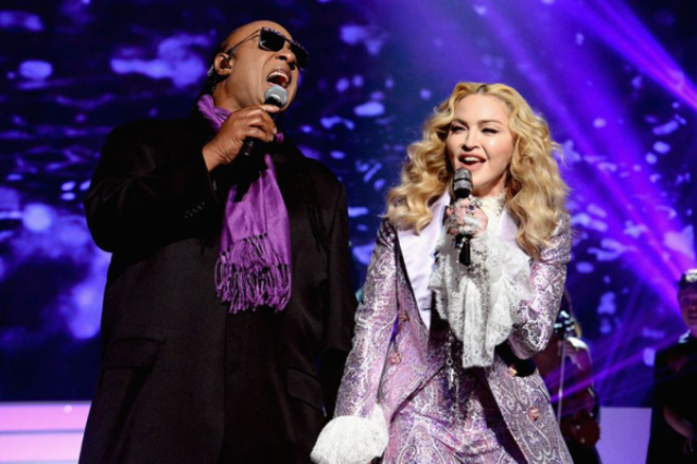 Prestatia Madonnei si a lui Stevie Wonder de la Billboard MA nu a fost pe placul tuturor