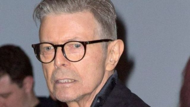 Parul lui David Bowie a fost vandut la o licitatie cu 13,700 de lire sterline