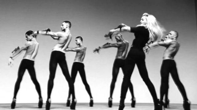 Cum reusesc vedetele sa danseze pe tocuri stiletto