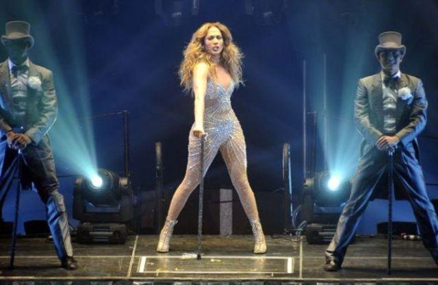 J Lo isi lanseaza propria emiusiune cu dansatori