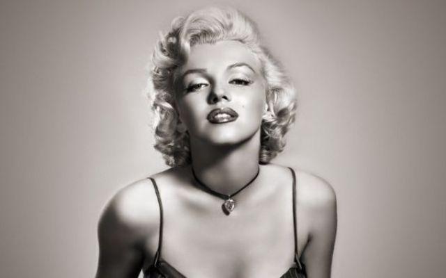 Suvite din parul lui Marilyn Monroe vor fi vandute pentru 6.000 de lire