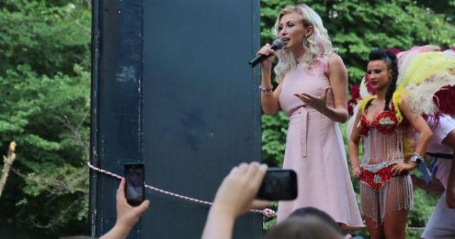 Andreea Balan sustine drepturile comunitatii gay