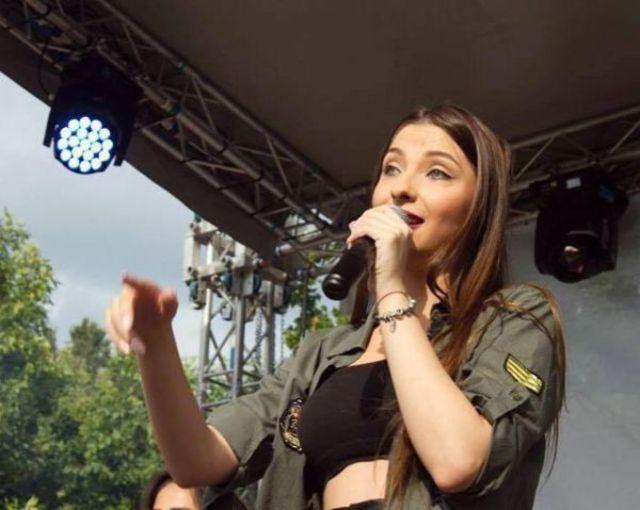 Cantareata Denisa Trofin nu si-a sarbatorit ziua de nastere din cauza Bacului