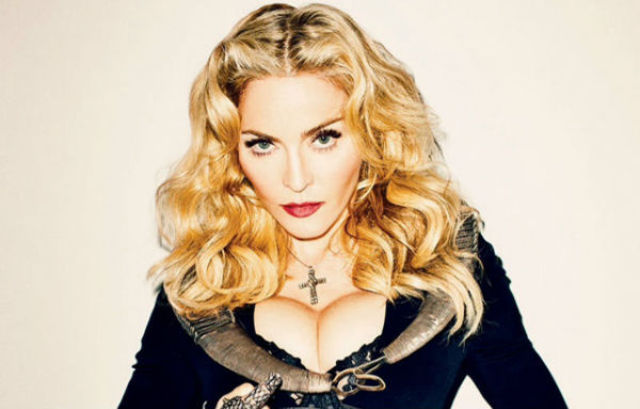 Madonna a pozat goala pentru campania de sustinere a lui Hilary Clinton