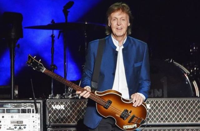 Sir Paul McCartney a cantat in noaptea dintre ani cu The Killers (video)