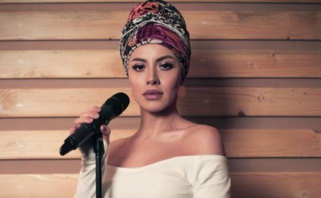 Nicoleta Nuca isi incanta fanii cu doua piese live