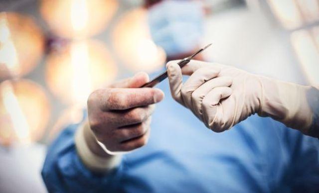 Chirurgii prefera sa asculte rock in salile de operatii