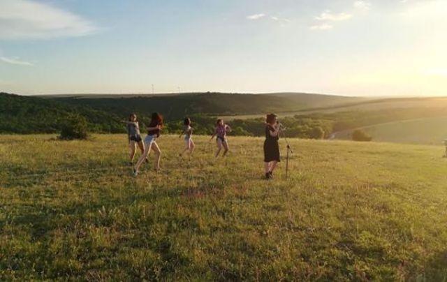 Alina Aldoiu a lansat videoclipul piesei 'It's Play Time'