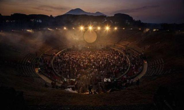 David Gilmour a lansat 'Rattle That Lock' (Live At Pompeii 2016)